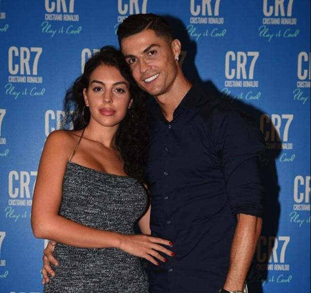 Chiêm ngưỡng loạt ảnh đầy táo bạo, quyến rũ của bạn gái C.Ronaldo - 4