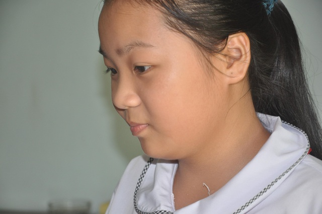 Bé gái nghẹn ngào: Cháu cũng muốn đi làm từ thiện! - 6