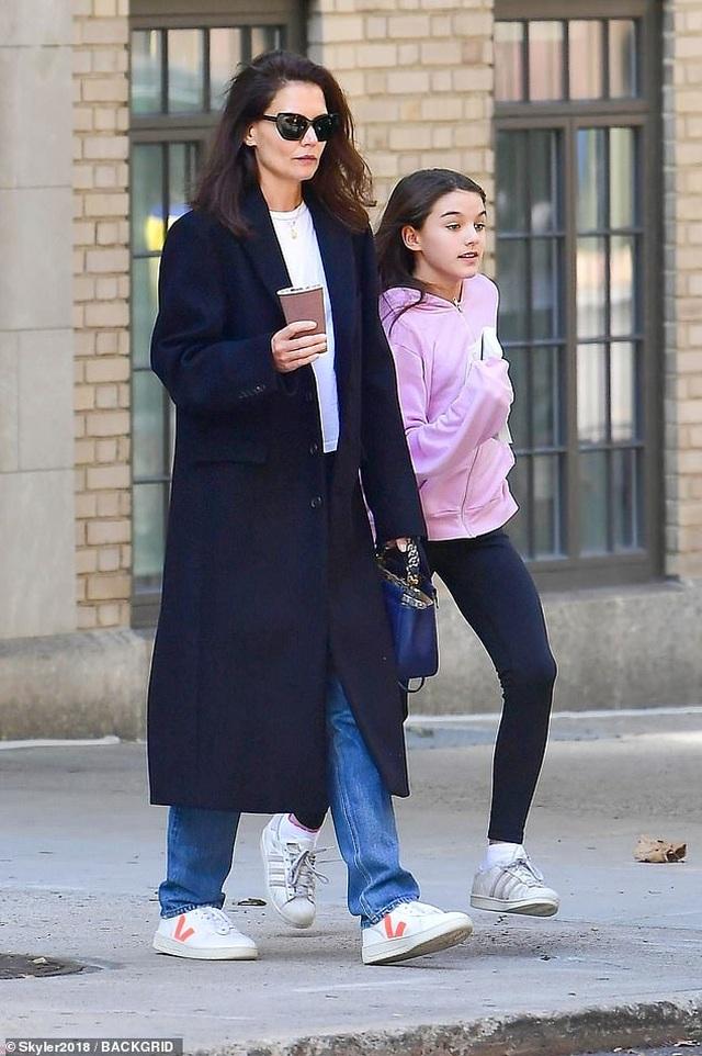 Con gái Tom Cruise càng lớn càng xinh đẹp - 3