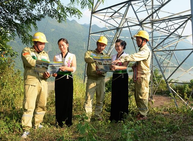 Tổng công ty Truyền tải điện Quốc gia chú trọng công tác dân vận - 2