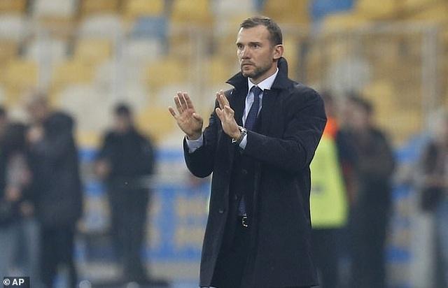 C.Ronaldo cán mốc 700 bàn thắng, Bồ Đào Nha vẫn thua Ukraine - 7