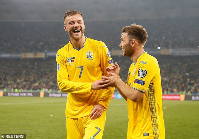 C.Ronaldo cán mốc 700 bàn thắng, Bồ Đào Nha vẫn thua Ukraine - 1