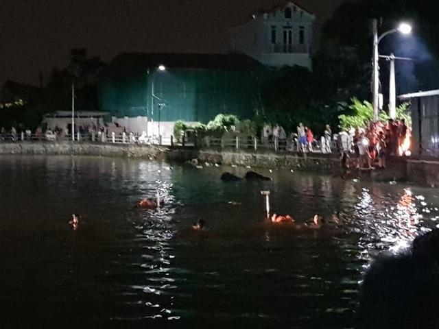 Hà Nội: Lật thuyền chở 5 người, 2 chị em họ tử vong - 1