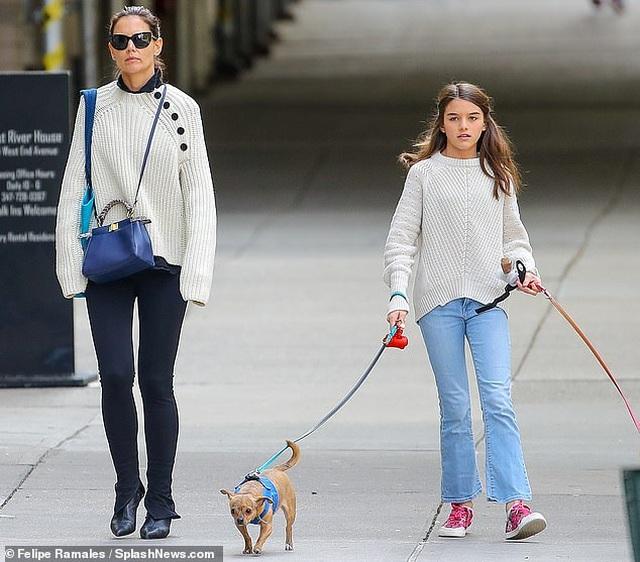 Con gái Tom Cruise càng lớn càng xinh đẹp - 8