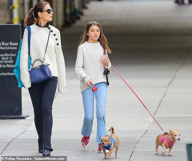 Con gái Tom Cruise càng lớn càng xinh đẹp - 7