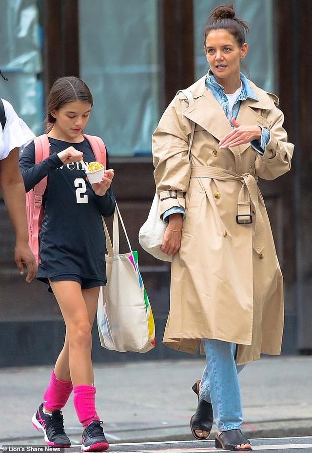 Con gái Tom Cruise càng lớn càng xinh đẹp - 4