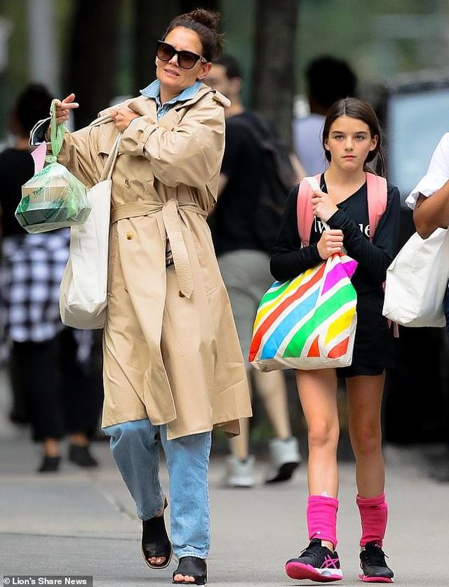 Con gái Tom Cruise càng lớn càng xinh đẹp - 5