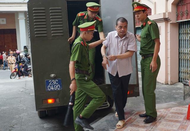 """Vụ gian lận thi cử Hà Giang: Nhắn tin Phó Chủ tịch tỉnh vì bị """"gây khó khăn"""" - 2"""