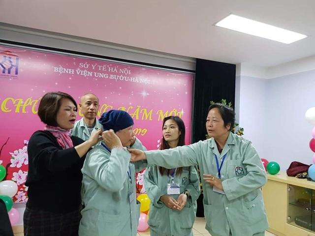 Người phụ nữ cụt chân với hành trình phi thường 11 năm chiến thắng ung thư vú - 2