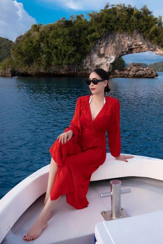 Hoa hậu Hà Kiều Anh khoe vóc dáng đẹp quyến rũ ở tuổi 43 - 5