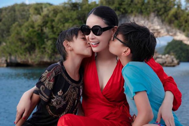 Hoa hậu Hà Kiều Anh khoe vóc dáng đẹp quyến rũ ở tuổi 43 - 1