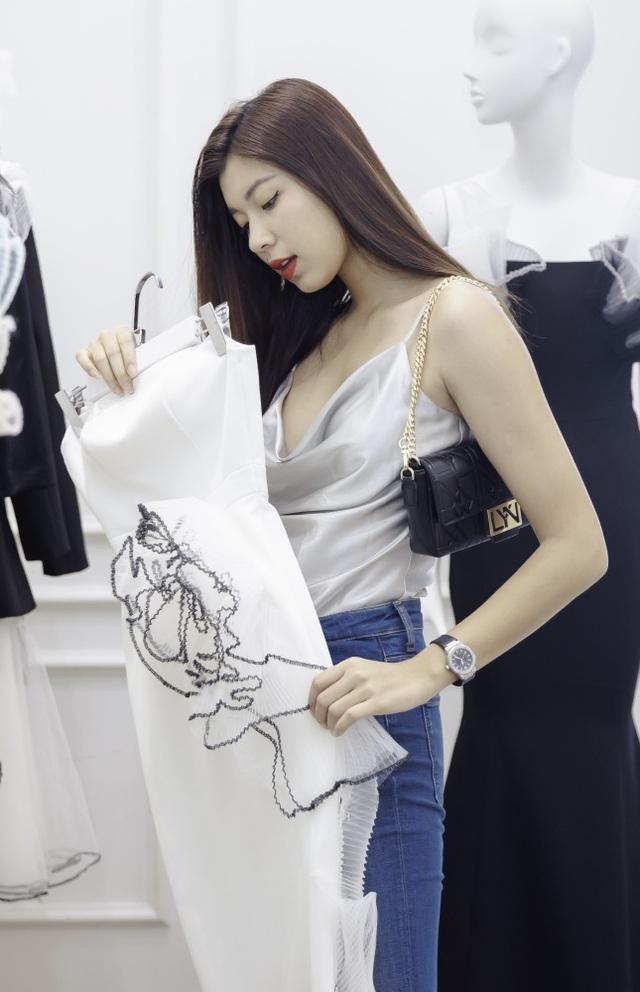 Dàn sao xúng xính thử đồ của Lê Ngọc Lâm trước show diễn Hoa hậu Hoàn vũ - 13
