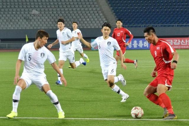 Trận bóng đá kỳ lạ không có khán giả giữa 2 miền bán đảo Triều Tiên - 1