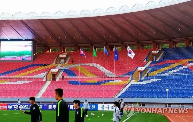 Bầu không khí như đi đánh trận trong trận bóng đá kỳ lạ giữa 2 miền Triều Tiên - 2