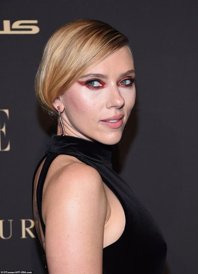 Người đẹp Hollywood kiêu sa diện váy đen dự sự kiện - 6
