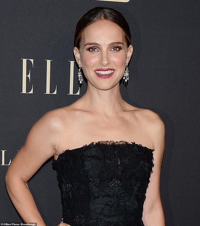 Người đẹp Hollywood kiêu sa diện váy đen dự sự kiện - 8