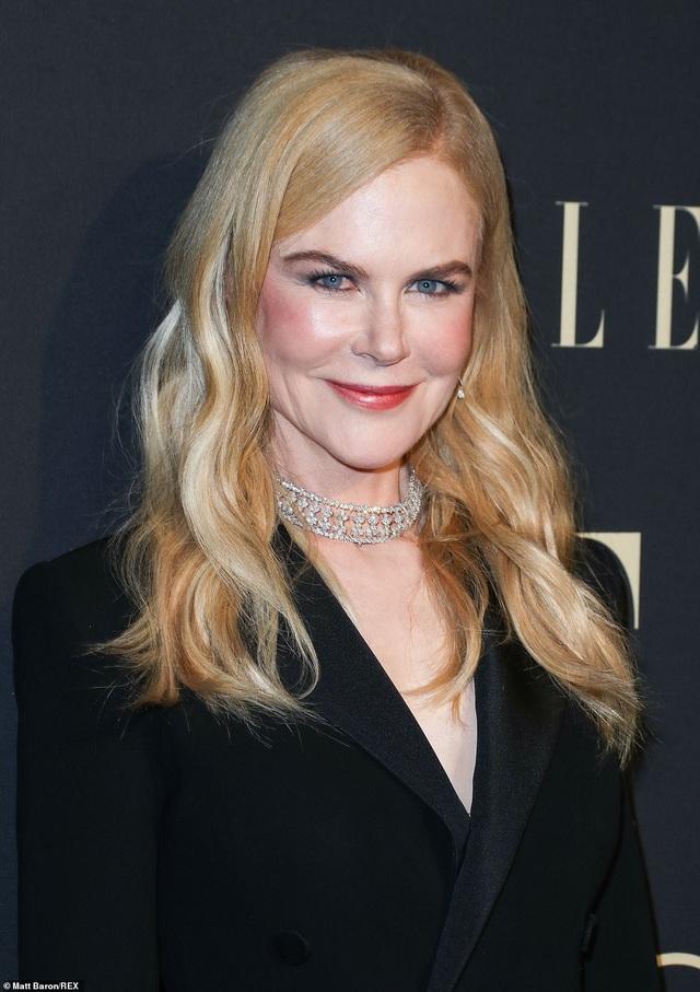 Người đẹp Hollywood kiêu sa diện váy đen dự sự kiện - 13