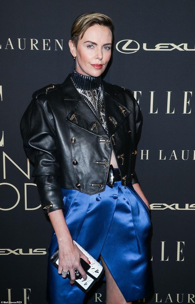 Người đẹp Hollywood kiêu sa diện váy đen dự sự kiện - 19