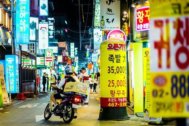 Shipper Hàn Quốc đối mặt với tử thần khi đi giao đồ ăn - 1