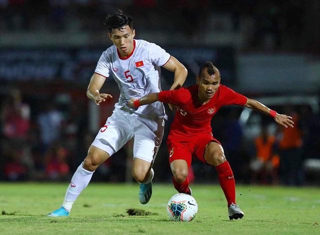 Văn Hậu nhận giải Cầu thủ trẻ hay nhất V-League 2019 - 1