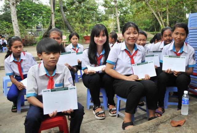 Học sinh vùng biên giới Tây Nam hân hoan trong lễ khởi công phòng học Dân trí! - 11
