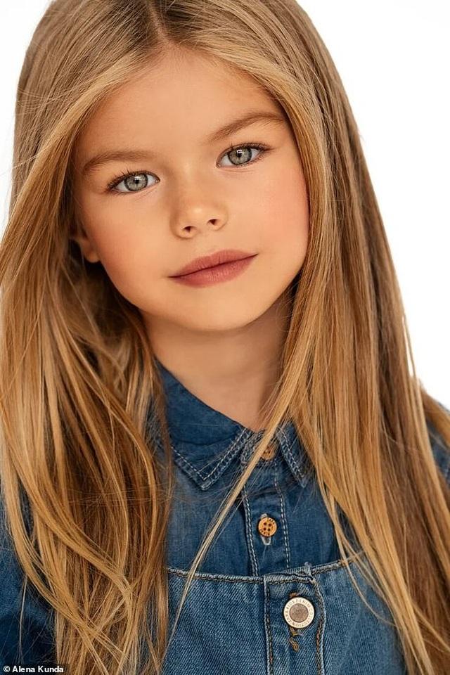 """Bé gái Nga được mệnh danh là """"cô bé xinh đẹp nhất thế giới"""" - 2"""