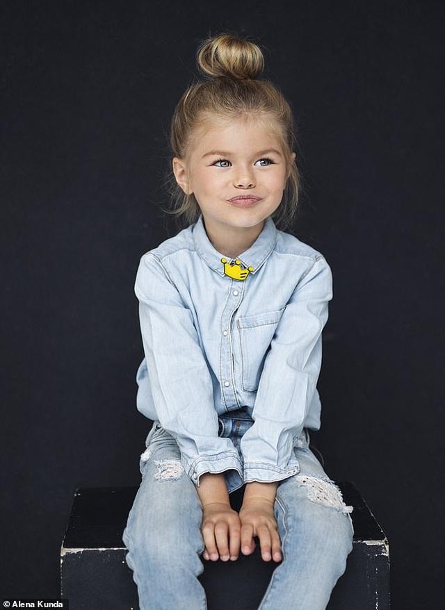 """Bé gái Nga được mệnh danh là """"cô bé xinh đẹp nhất thế giới"""" - 4"""