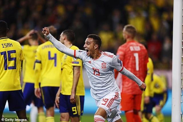Hòa Thụy Điển, Tây Ban Nha giành vé dự Euro 2020 - 4