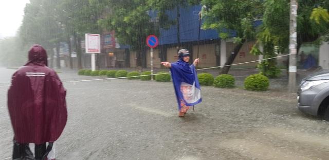 Mưa như trút, nước dâng cao cả mét, thành Vinh thất thủ - 6