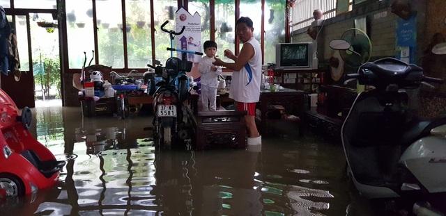 40 năm qua chưa từng chứng kiến trận ngập lụt kinh hoàng như thế - 10