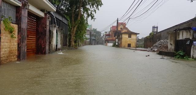 40 năm qua chưa từng chứng kiến trận ngập lụt kinh hoàng như thế - 1