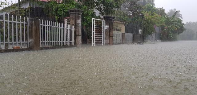 40 năm qua chưa từng chứng kiến trận ngập lụt kinh hoàng như thế - 5
