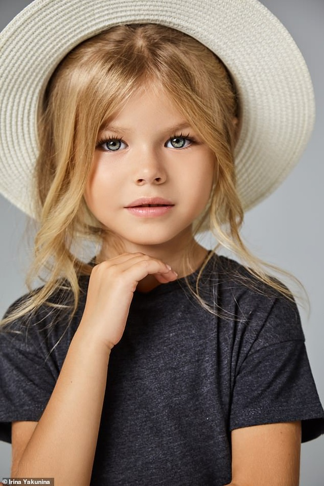 """Bé gái Nga được mệnh danh là """"cô bé xinh đẹp nhất thế giới"""" - 11"""