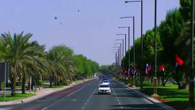 Ông Putin được chào đón hoành tráng chưa từng có tại UAE - 1