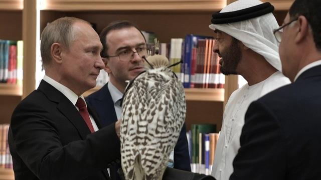 Ông Putin được chào đón hoành tráng chưa từng có tại UAE - 2