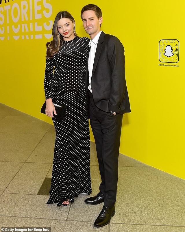 Miranda Kerr sinh con thứ 2 cho chồng tỷ phú - 1