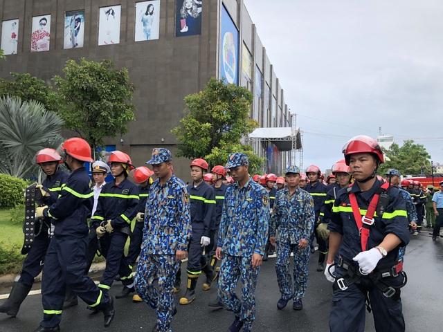 Trực thăng tham gia diễn tập phòng cháy chữa cháy ở Đà Nẵng - 1