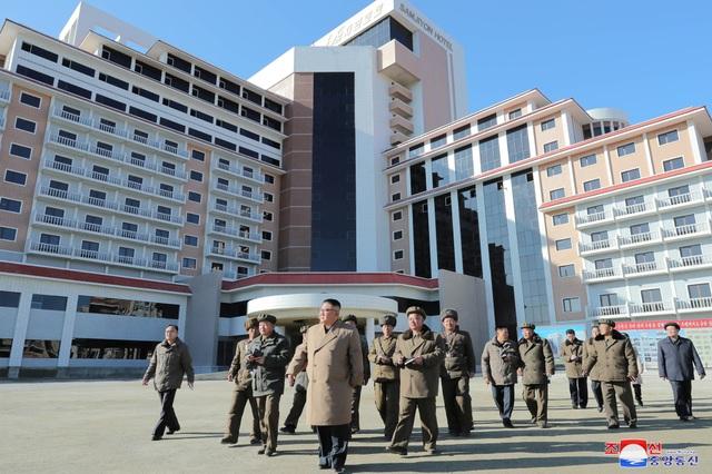 Ông Kim Jong-un cưỡi bạch mã lên đỉnh núi thiêng - 6