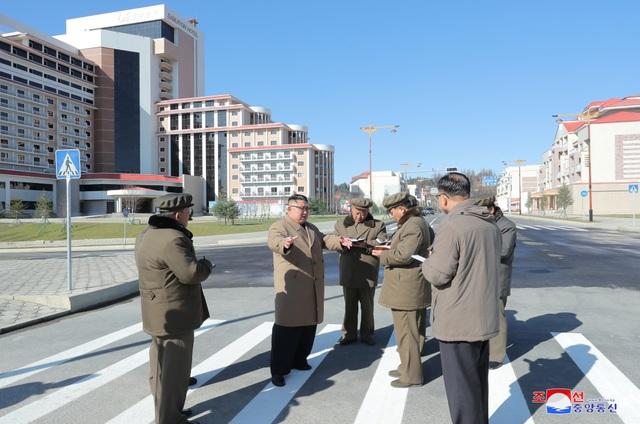 Ông Kim Jong-un cưỡi bạch mã lên đỉnh núi thiêng - 7