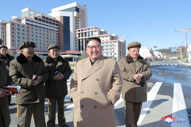 Ông Kim Jong-un cưỡi bạch mã lên đỉnh núi thiêng - 8