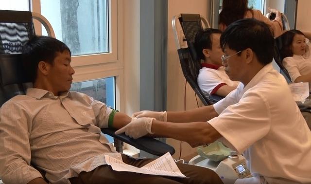 Quảng Bình:  Hơn 600 cán bộ, đoàn viên thanh niên tham gia hiến máu cứu người - 2