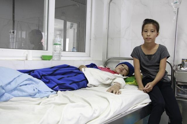 Mẹ u não, bé gái HMông 12 tuổi phải nghỉ học giữa chừng - 1