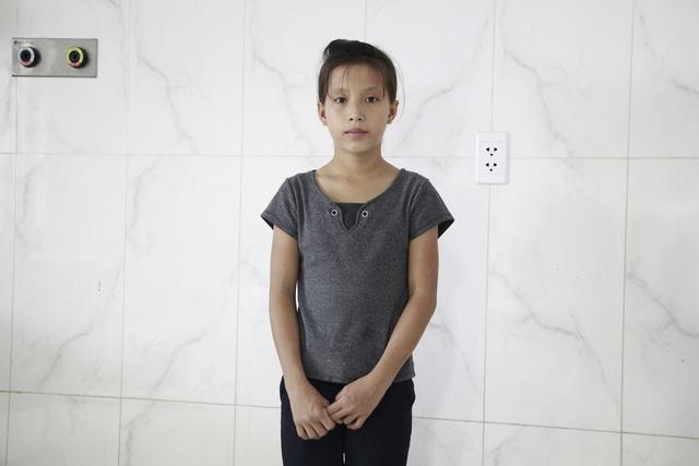 Mẹ u não, bé gái HMông 12 tuổi phải nghỉ học giữa chừng - 3