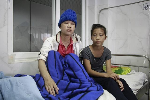 Mẹ u não, bé gái HMông 12 tuổi phải nghỉ học giữa chừng - 4
