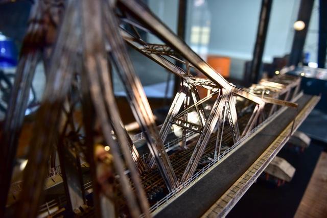 Chiêm ngưỡng mô hình cầu Long Biên thu nhỏ được làm trong 500 giờ - 7