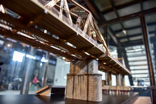 Chiêm ngưỡng mô hình cầu Long Biên thu nhỏ được làm trong 500 giờ - 9