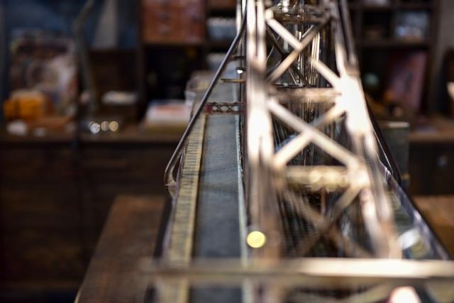 Chiêm ngưỡng mô hình cầu Long Biên thu nhỏ được làm trong 500 giờ - 3