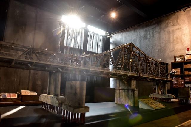 Chiêm ngưỡng mô hình cầu Long Biên thu nhỏ được làm trong 500 giờ - 12
