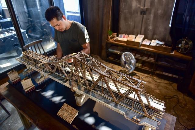 Chiêm ngưỡng mô hình cầu Long Biên thu nhỏ được làm trong 500 giờ - 4