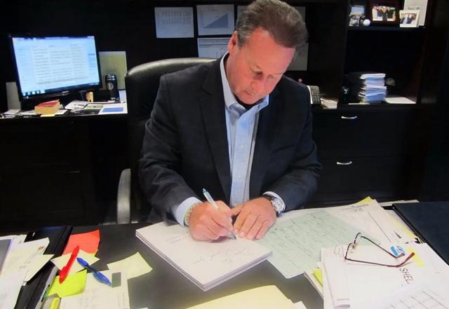 Một CEO viết tay hơn 9.200 tấm thiệp cho nhân viên và giá trị của lòng biết ơn - 1